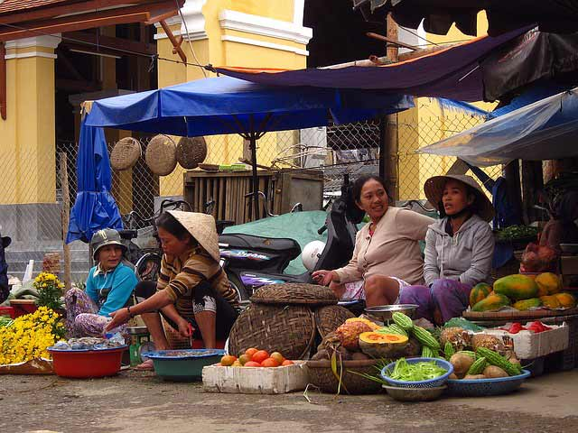 where to stay in ho chi minh city: market