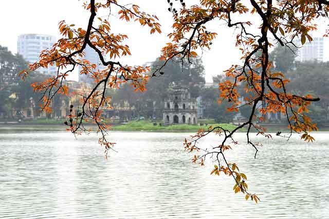 hoan kiem lake to meet Hanoi girls