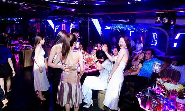Hanoi girls at infinity club Hanoi