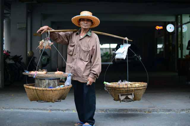 Fruit seller Vietnam scams