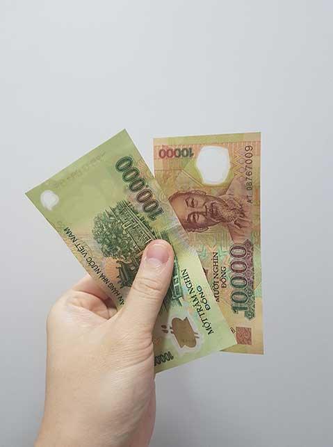 A 10k and 100k Vietnamese bill