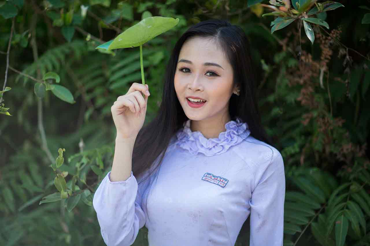 Vietnamese girl in ao dai