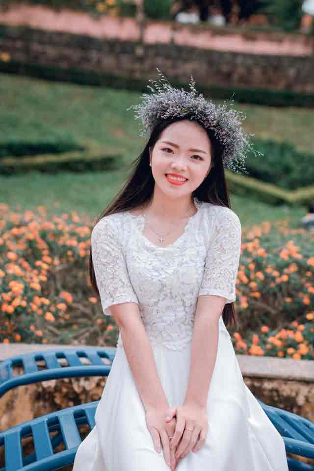 dating younger women: girl in white dress