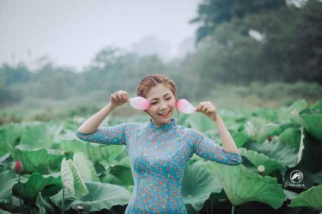dating younger women: Vietnamese girl in green dress