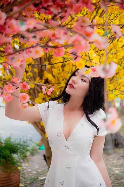 Vietnamese girl cheating: girl wearing white