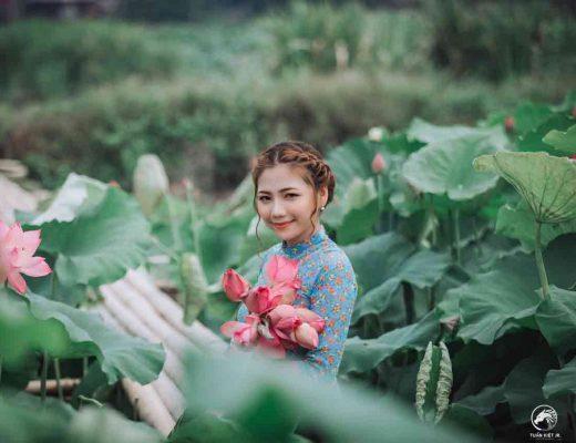 Vietnamese girl holding flowers