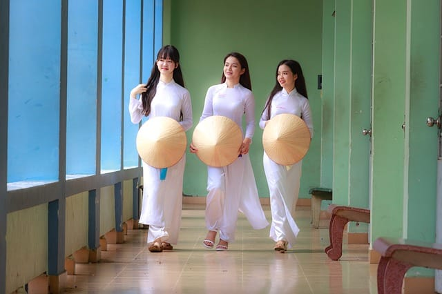 Group of Vietnamese girls. How to Tell If a Vietnamese Girl Likes You