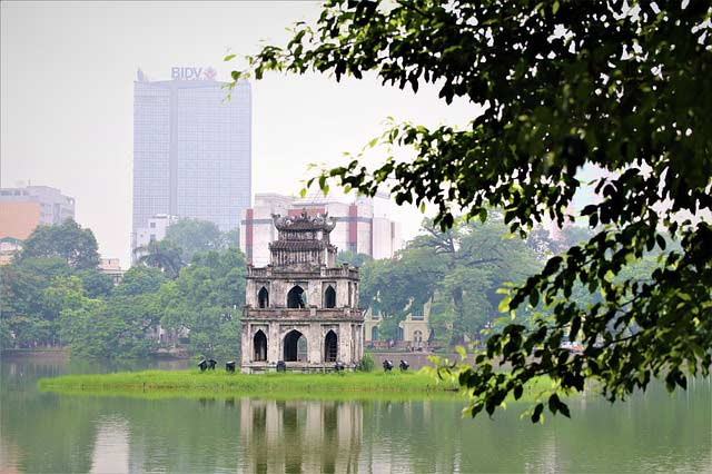 hoan kiem lake best cities in Vietnam to meet Vietnamese girls