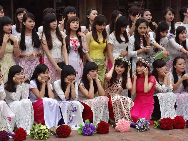 Group of Vietnamese girls