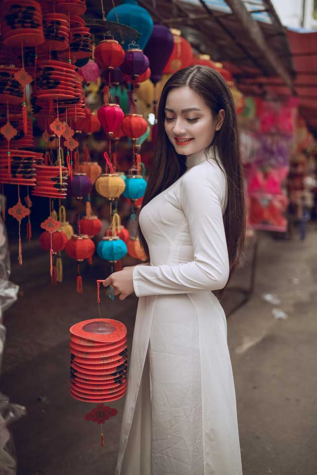 Vietnamese girl wearing white ao dai dress