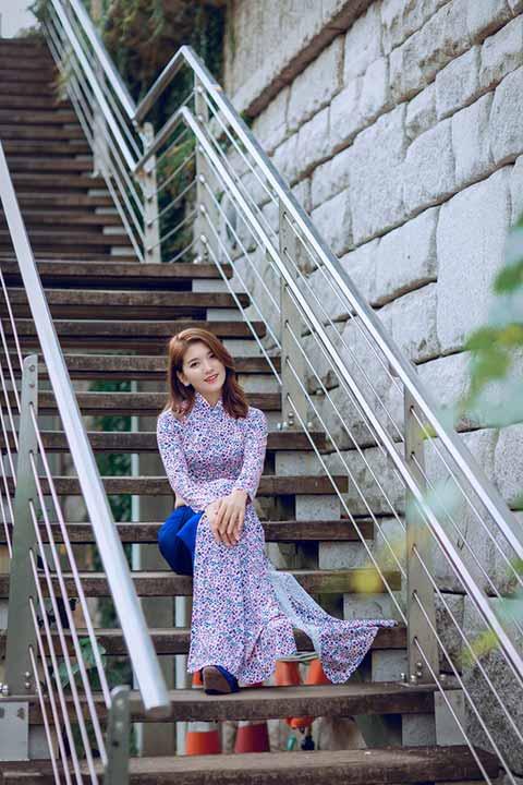 Vietnamese girl wearing pokkadot ao dai