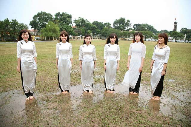 group of girls in ao dai vietnamcupid