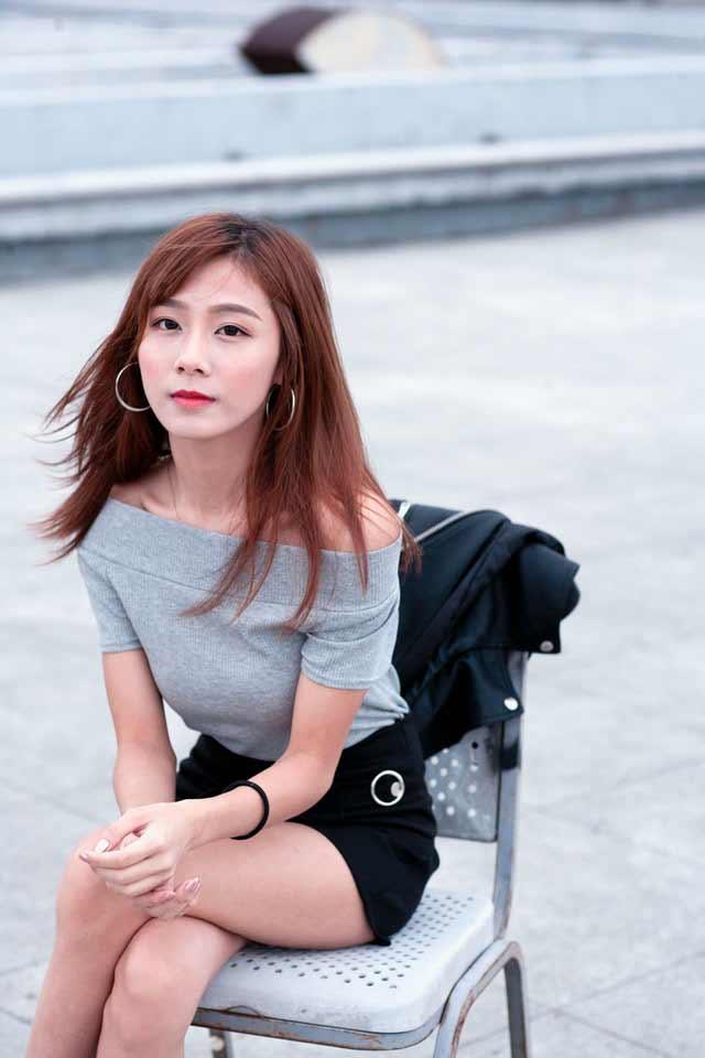 Flaked on by a Vietnamese girl in grey dress