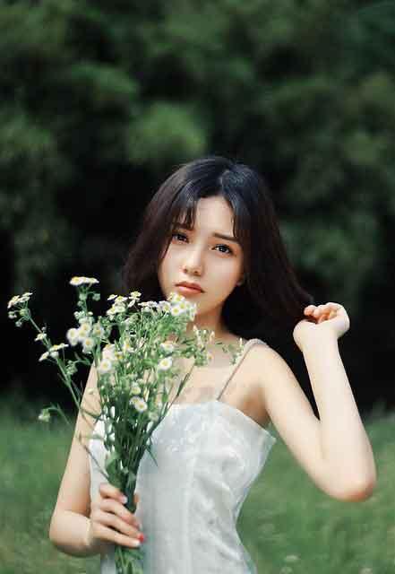 Vietnamese gold digger wearing white