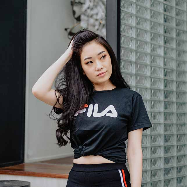speak Vietnamese to date Vietnamese girls: girl wearing fils shirt