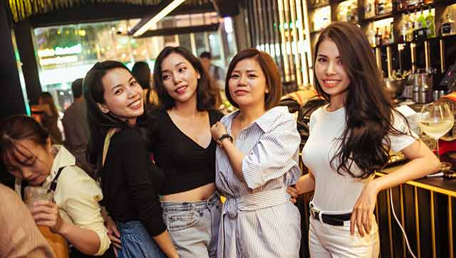 Blanchy's lounge: ho chi minh city nightlife