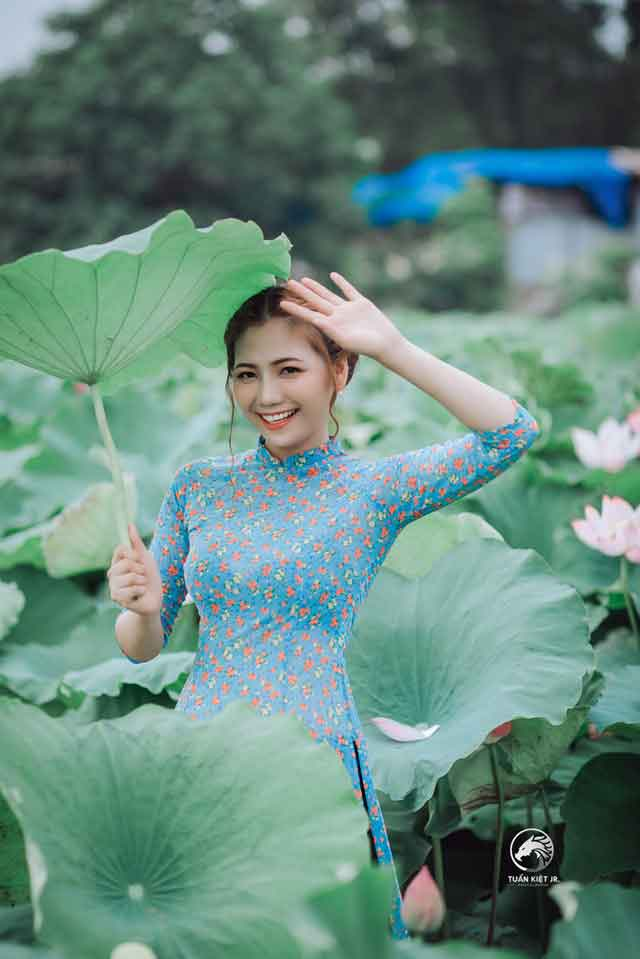 dating in Vietnam for foreigners: Vietnamese girl in green dress