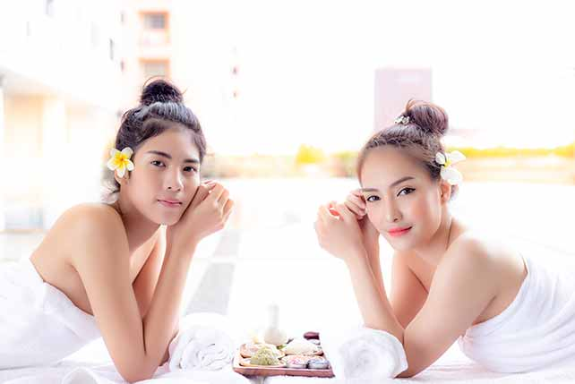 Vietnamese vs Thai women: women in bath