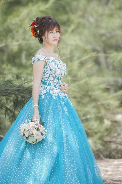 Vietnamese girl in wedding dress