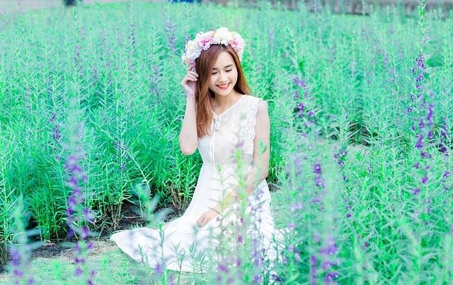 Vietnamese vs Thai Women: girl in garden