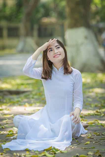 Vietnamese vs Thai Women: Vietnamese girl