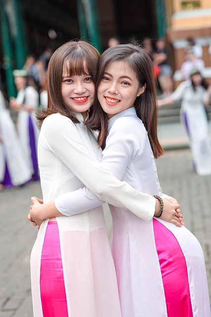 Vietnamese girls wearing ao dai