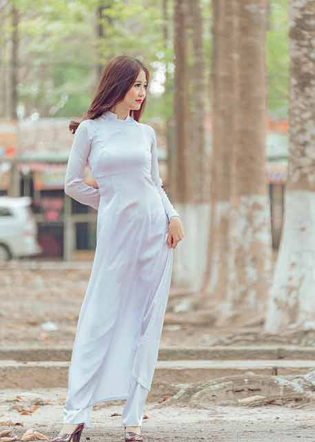 Vietnamese girl in white ao dai