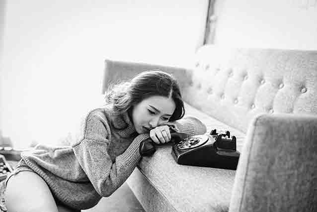 Online dating pitfalls in Vietnam: Vietnamese girl sad by the phone